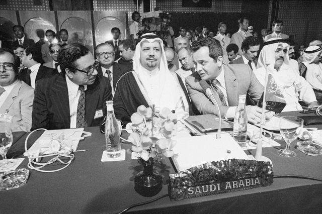 أحمد زكي يماني في مؤتمر أوبك في إندونيسيا في عام 1980
