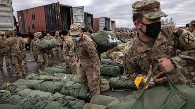 جنود أمريكيون يغادرون أفغانستان
