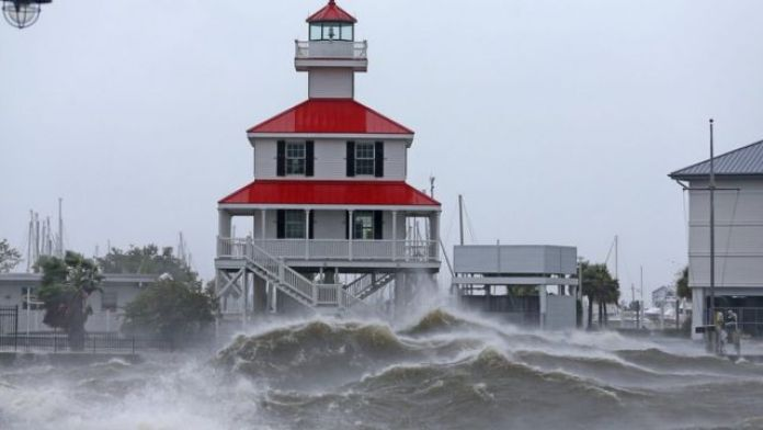 Waves ontop Lake Pontchartrain, Louisiana (29 August)