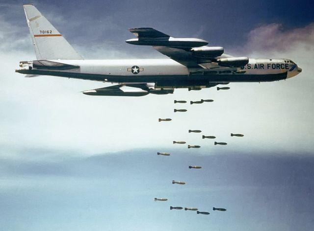 B-52 drops bombs on Vietnam