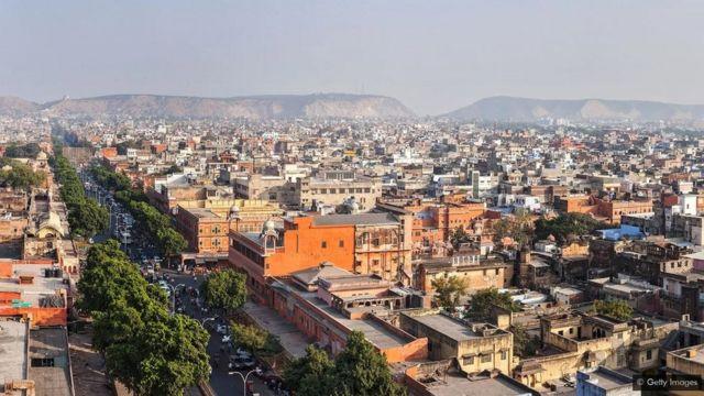Na cidade de Jaipur, na Índia, as temperaturas chegam a mais de 40°C no verão