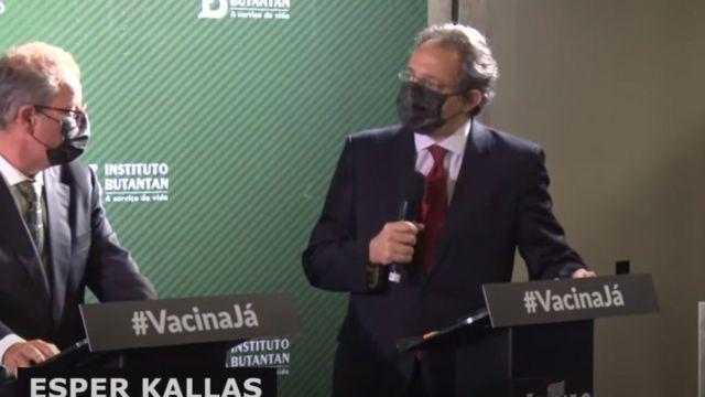 Esper Kallas em coletiva de imprensa