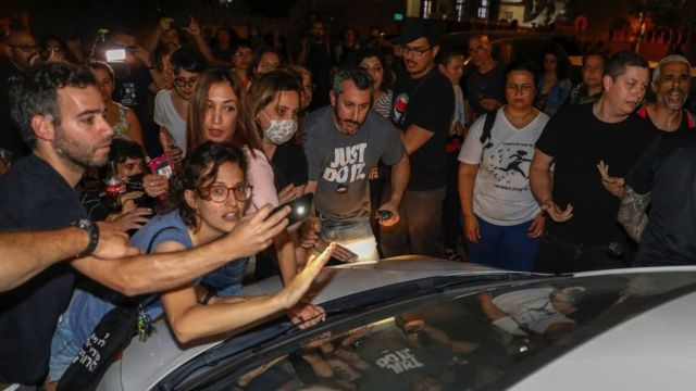 Israeli protesters, Jewish and Arab, hold a demonstration in Jaffa on April 19, 2021