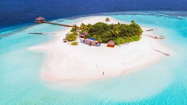 Мальдівам загрожує океан