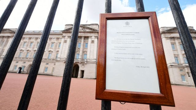 منشور يعلن وفاة الأمير فيليب في قصر باكينغهام