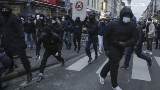 Polis şiddetini protesto ederken gözaltına alınanlar arasında çok sayıda reşit olmayan genç vardı