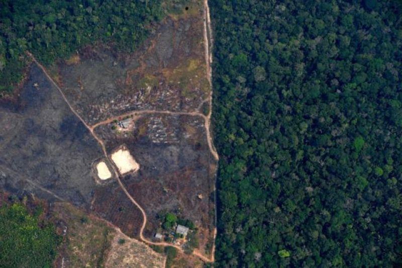 Vista aérea de área desmatada próxima a Porto Velho em 13 de maio de 2020