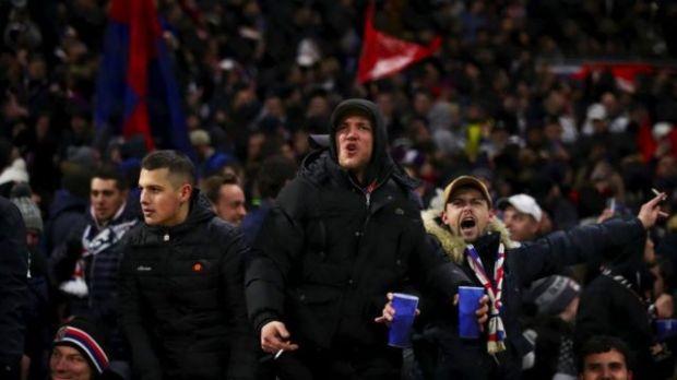 Hinchas molestos durante un partido de la UEFA Champions League en febrero de 2020.