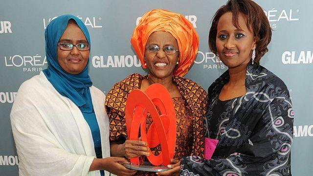 Dr. Xaawa Cabdi iyo labadeeda gabdhood, Deeqa iyo Aamina - sawirka waa 2010-kii abaalmarinta Glamour ee New York lagu gudoonsiiyay