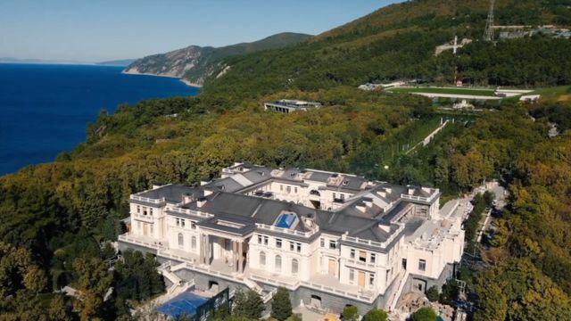 """Російський мільярдер заявив, що """"палац Путіна"""" належить йому"""