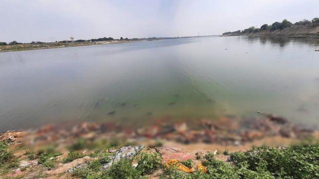 कोरोना: बिहार में गंगा किनारे 40 से अधिक लाशें मिलने का क्या है मामला - BBC  News हिंदी