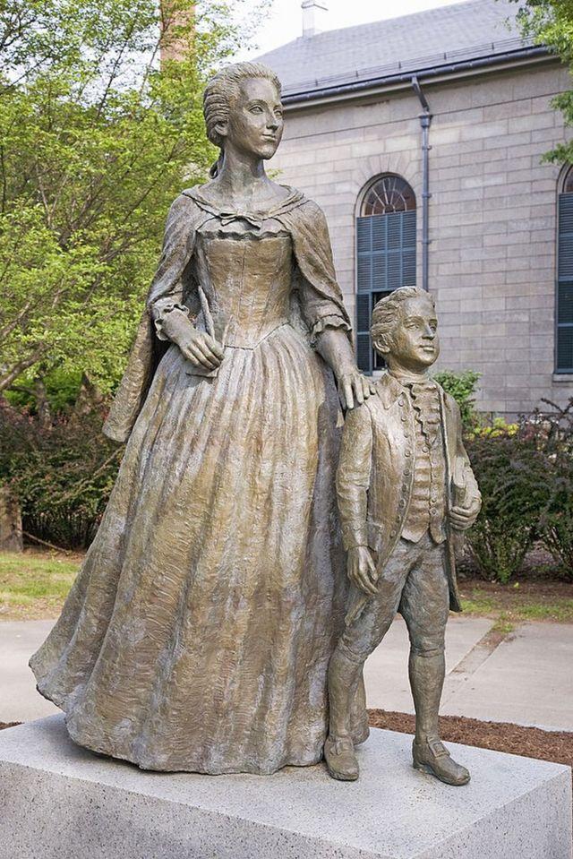 Estatua de Abigail Adams y su hijo John Quincy Adams, Quincy, Massachusetts.