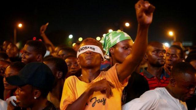 나이지리아의 경찰 폭력 반대 집회의 주최자들은 은행계좌가 동결된 후 가상화폐로 전환하게 됐다