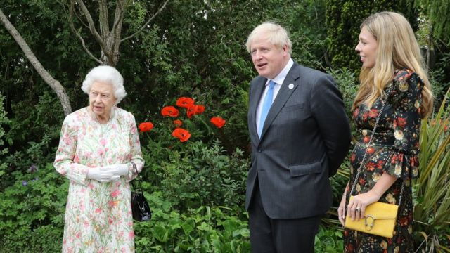 Queen Elizabeth with Bruce Johnson and his wife Carrie