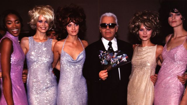 Tennant (right) with designer Karl Lagerfeld and fellow models Naomi Campbell, Claudia Schiffer, Kate Moss in 1996