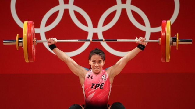 Hsing-Chun Kuo of Team Chinese Taipei competes during the Weightlifting - Women's 59kg Group A on day four of the Tokyo 2020 Olympic Games at Tokyo International Forum on July 27, 2021 in Tokyo, Japan
