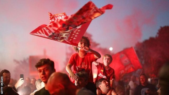 Tagerayasha Liverpool oo 30 sano kadib ku debaldegaya garoonka Anfield