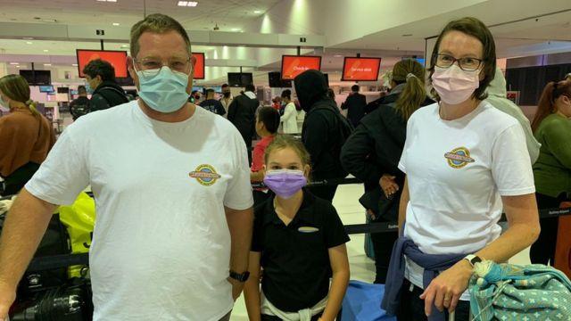 뉴질랜드에 가기 위해 아침 일찍 공항을 찾은 한 가족