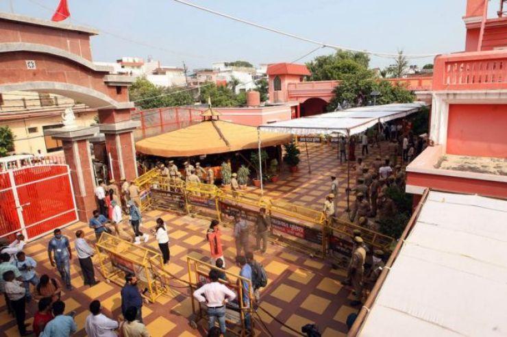 The monastery where Narendra Giri died