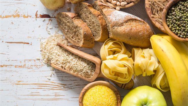 Pão, macarrão, frutas e grãos