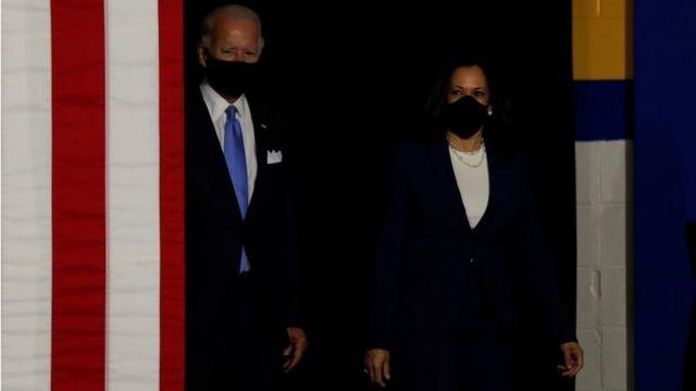 Joe Biden na Kamala Harris ubwo bageraga ahabereye igikorwa cyabo cyo kwiyamamaza ejo ku wa gatatu