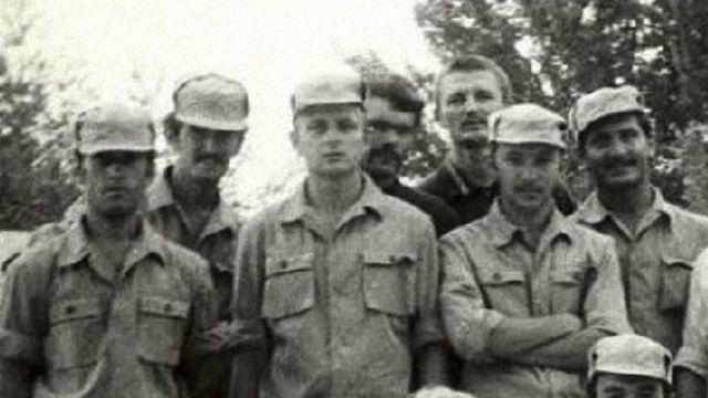 Олександр Потєєв (третій зліва)