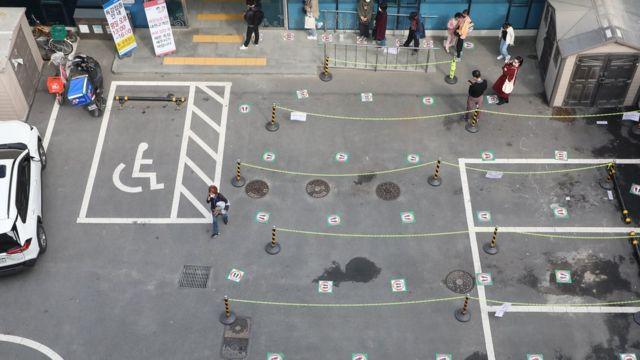 22일 오후 1시 독감 백신 접종이 시작된 대구 북구 한국건강관리협회 경북지부 앞 주차장이 한산한 모습이다. 이곳은 독감 백신 접종을 위해 많은 시민들이 거리두기를 지키며 줄지어 기다리던 공간이다