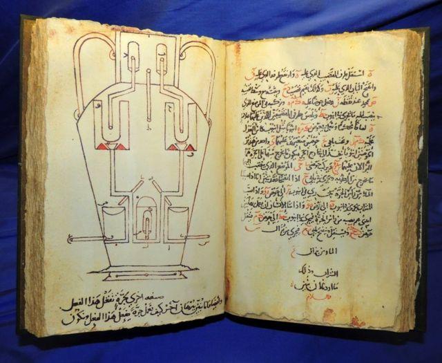 """Kütüphane burada görülen, 850 yılında yayımlanan """"Maharetli Cihazlar"""" gibi birçok çığır açan esere ev sahipliği yapıyordu"""