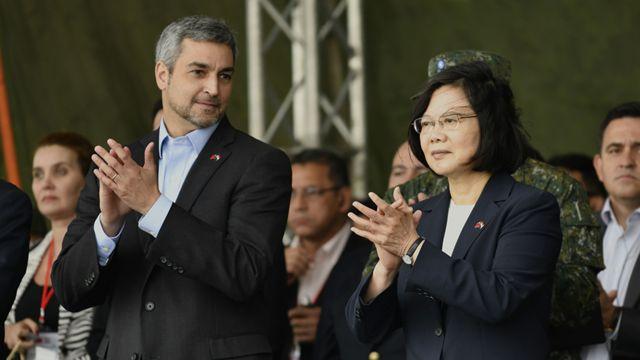 Mario Abdo Benítez y Tsai Ing-wen en octubre de 2018 en Taiwán