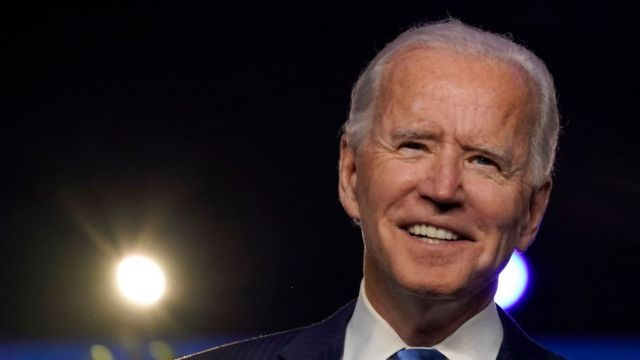 Joe Biden: cómo los latinos beneficiaron y perjudicaron al presidente electo al mismo tiempo en las elecciones - BBC News Mundo