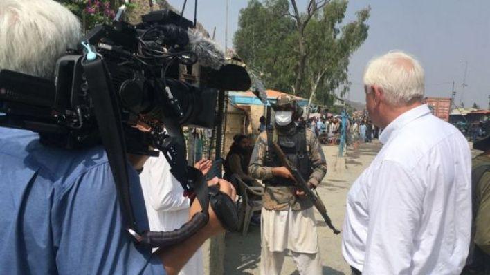 John Simpson ve ekibi Taliban milisleriyle söyleşi yaptı