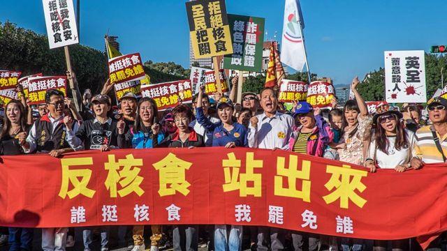 日本核废水:台湾官员脸书发文点评引发政坛唇枪舌战 日本核废水:台湾官员脸书发文点评引发政坛唇枪舌战