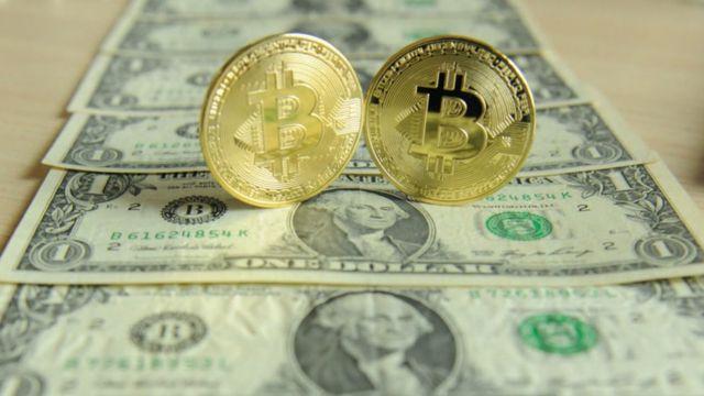 Bitcoin e dólares