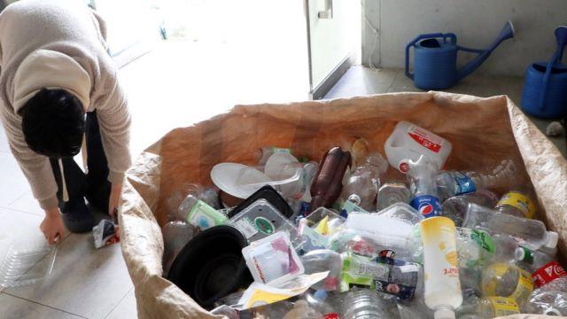 대부분의 화장품 용기는 재활용이 어렵다