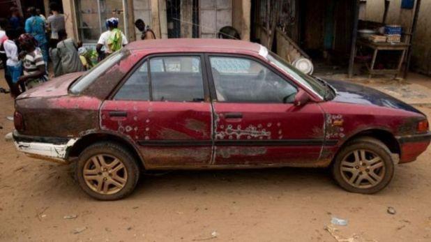 سيارة قديمة متهالكة