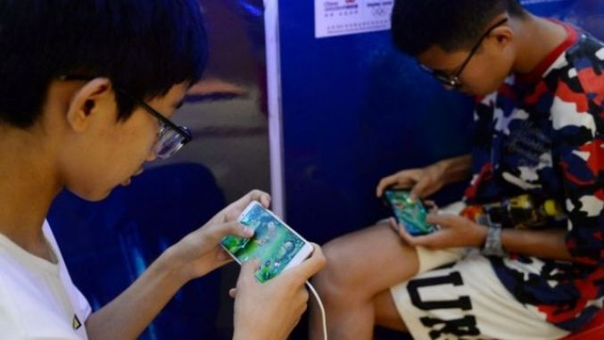 中國嚴打「精神鴉片」 青少年只能周末玩三小時網絡遊戲- BBC News 中文
