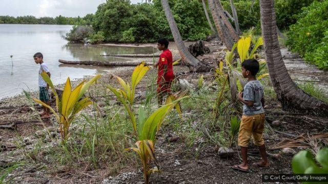 Crianças nas Maldivas
