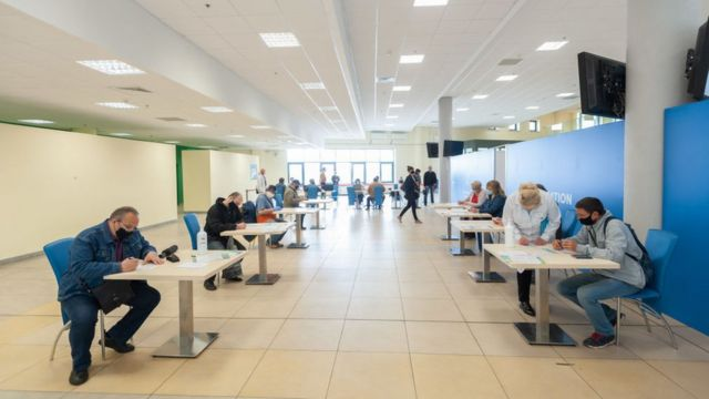 """Центр вакцинації на стадіоні """"Арена Львів"""""""