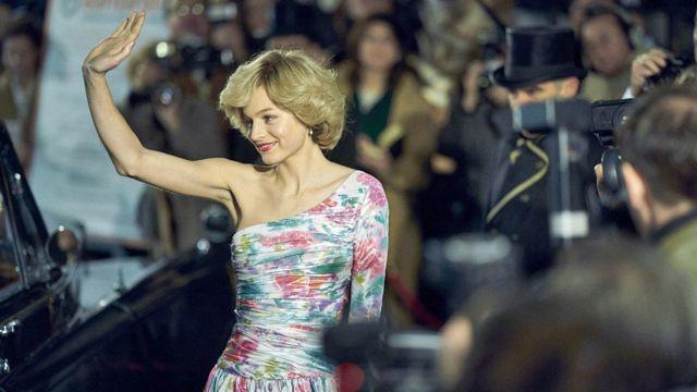 """فازت إيما كورين بجائزة غولدن غلوب عن عملها في مسلسل """"ذي كراون"""""""