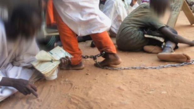 تحقيق بي بي سي عربي كشف عن تقييد بالسلاسل للتلاميذ في إحدى الخلوات السودانية