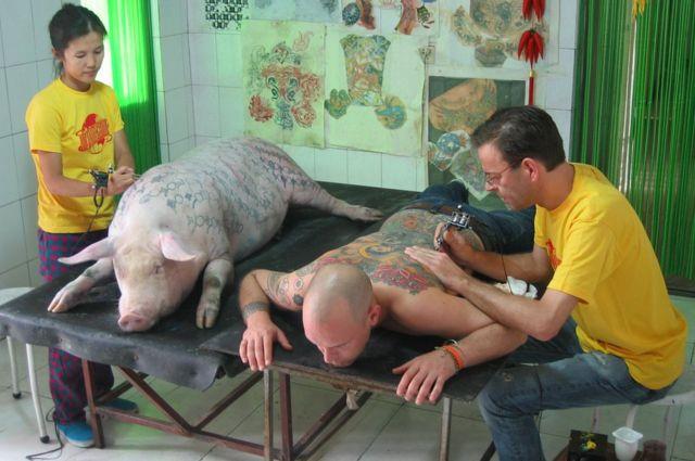 عمل ديلفوي لأربعين ساعة لأكمال نقش وشم لوحته على ظهر تيم