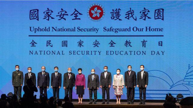 """国安法下,香港公务员面临""""爱国还是政治中立""""的两难选择 国安法下,香港公务员面临""""爱国还是政治中立""""的两难选择"""