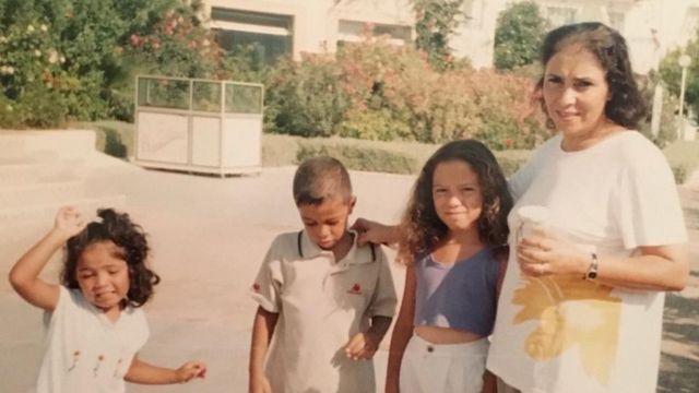 ليبيا وأمها وأخوها وأختها