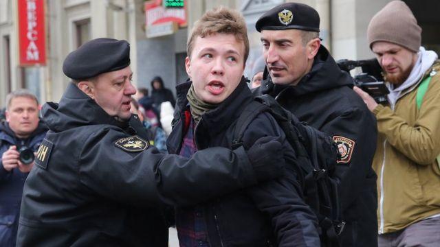 Roman Protasevich, 2017'deki bir protesto gösterisinde.