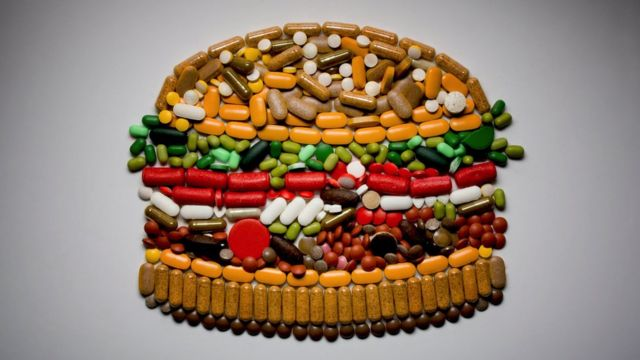 Vitamin beads arranged in the form of a burger sandwich