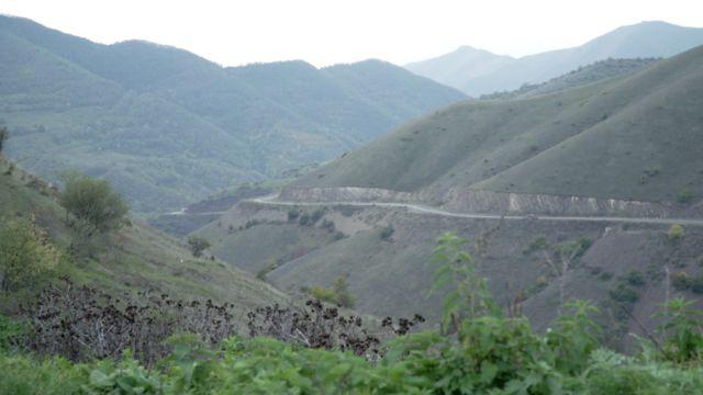 এই সড়কটি আর্মেনিয়া থেকে গেছে নাগোর্নো-কারাবাখে।