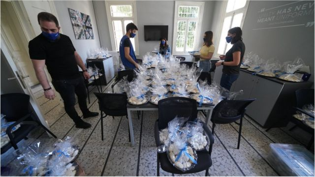 Lebanon Tomorrow Association distributed 9,000 Maamoul pieces to families in Beirut