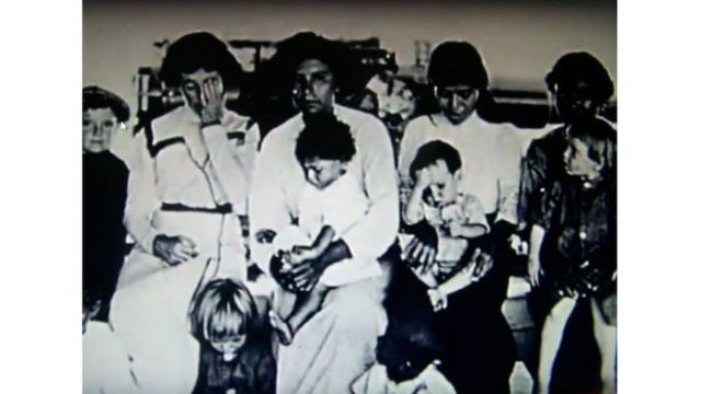 Foto de 10 de los sobrevivientes de Clipperton, tomada en el buque USS Yorktown que los rescató en 1917.