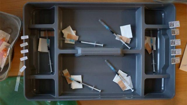 Dosis de la vacuna de Pfizer-BioNtech, listas para ser administradas en Alemania.