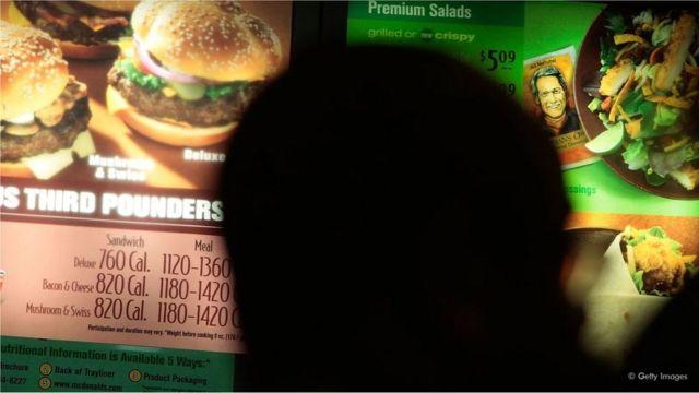 La restriction calorique implique une réduction permanente du régime alimentaire